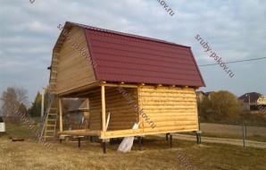 Сруб бани 3 на 5 с верандой и ломанной крышей