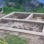 Готовый ленточный фундамент под сруб из бревна