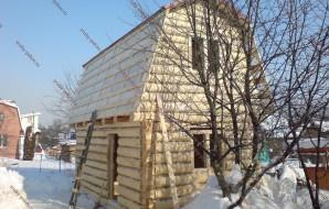 Сруб бани 3 на 5 с ломанной крышей