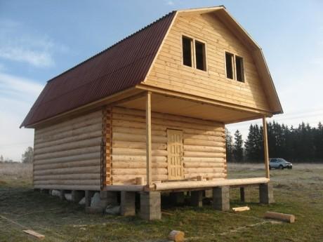 Сруб бани 5 на 5 с верандой и ломанной крышей
