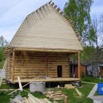 сруб бани 5 на 6 с верандой и ломанной крышей