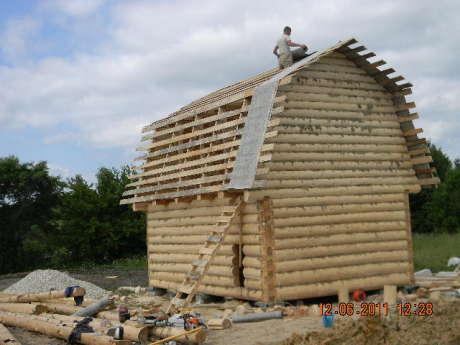Сруб дома 3 на 6 с ломанной крышей
