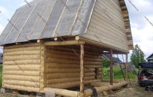 Сруб дома 3 на 6 с верандой и ломанной крышей