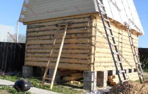 Сруб дома 4 на 4 с ломанной крышей
