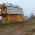 Сруб дома 4 на 4 с верандой и ломанной крышей