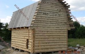 Сруб дома 4 на 5 с ломанной крышей