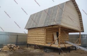 Сруб дома 4 на 5 с верандой и ломанной крышей