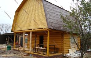 Сруб дома 4 на 6 с верандой и ломанной крышей