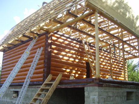 Сруб дома 5 на 6 с верандой и ломанной крышей