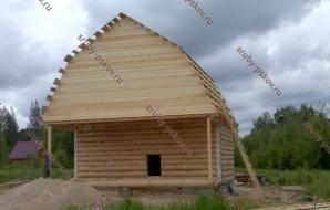 Сруб дома 6 на 6 с верандой и ломанной крышей