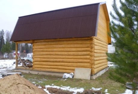 Сруб бани 4 на 5 с верандой и ломанной крышей