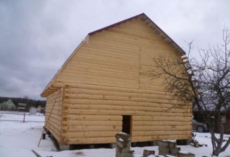 Сруб дома 6 на 7 с ломанной крышей